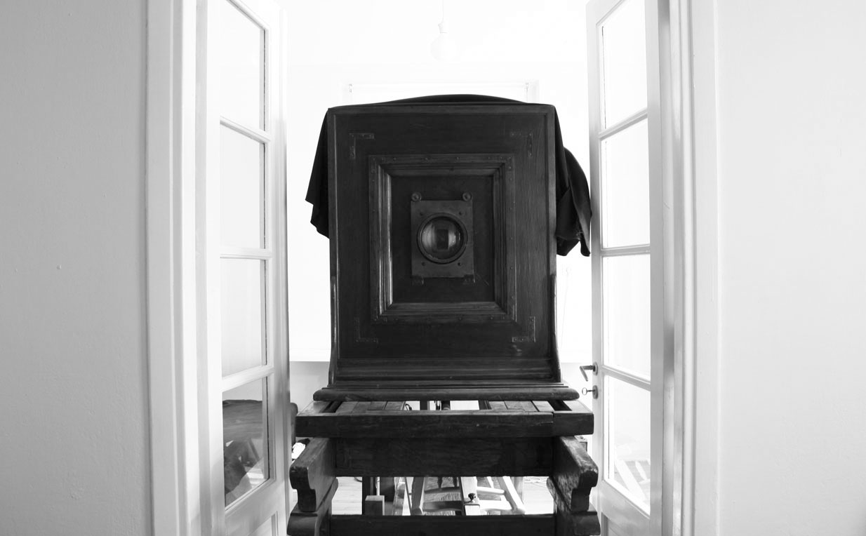 Image of an antique wooden camera ©anastassios kavassis